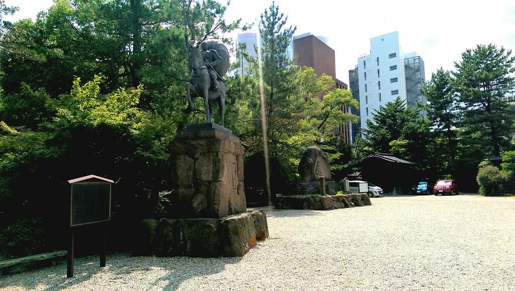 Monuments of Toshiie Maeda and O-Matsu-no-kata