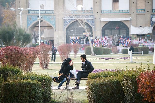 Picnic in Imam square, Isfahan イスファハン、イマーム広場の恋人たち