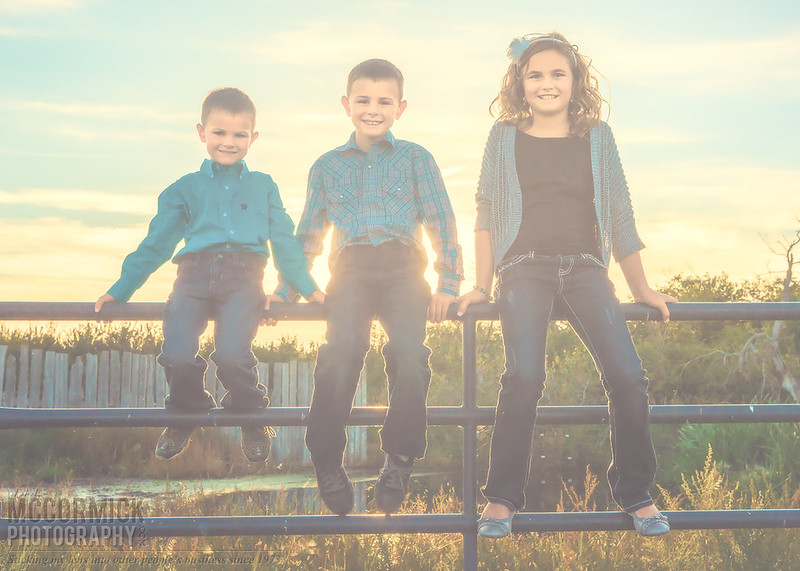 Reisler Family Portraits : On the Fence