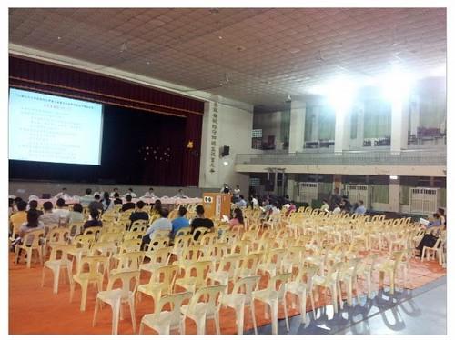 空蕩蕩的座椅讓講者群陣容龐大的說明會顯得冷清。(來源:自從六輕來了電子報)
