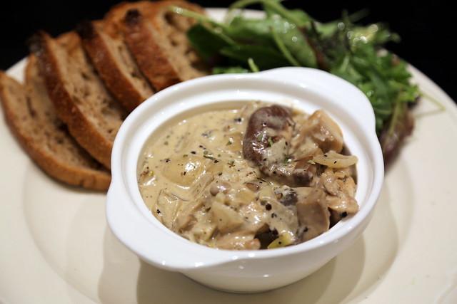 Dinner: Saute de Poulet aux Champignons