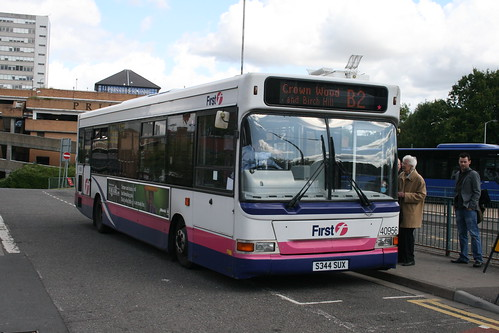 First Beeline 40956 on Route B2, Bracknell Bus Station