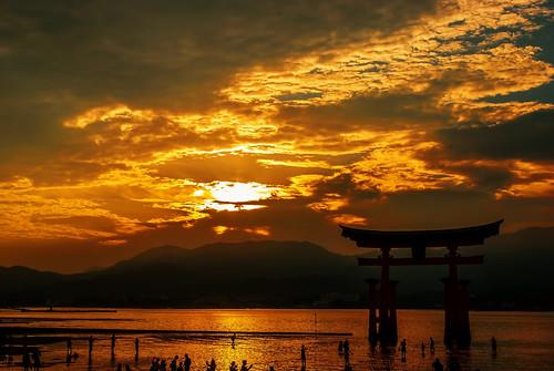 sunset japan atardecer hiroshima miyajima torii