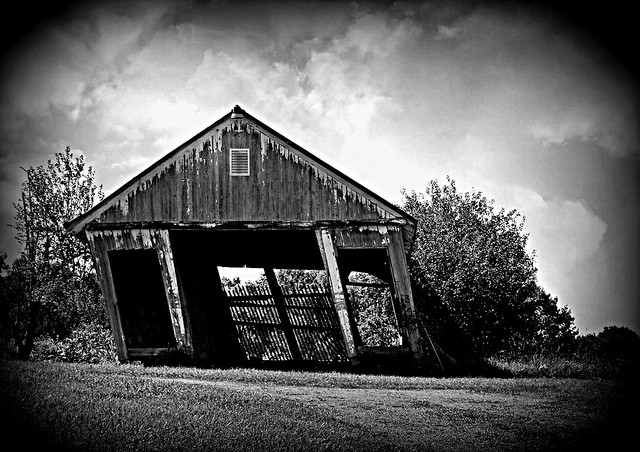 The Leaning Corn Crib of Hartville