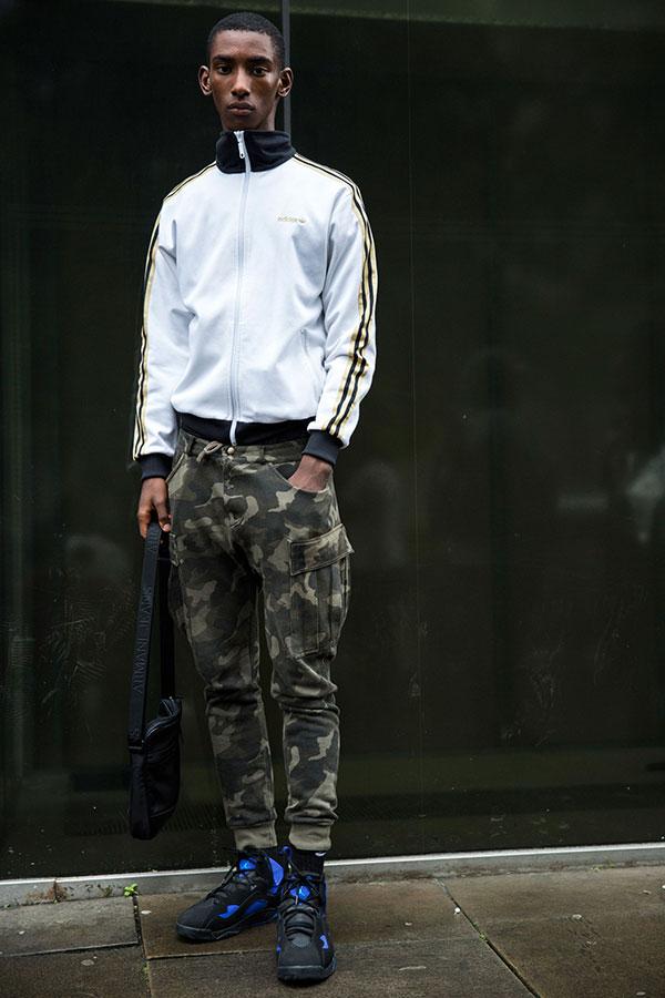 白黒ジャージブルゾン×迷彩カーゴパンツ×Nikeエアジョーダン6黒青