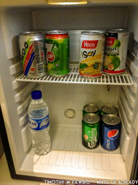 Asia - Singapore - Quincy Hotel - The bedroom - inside the fridge