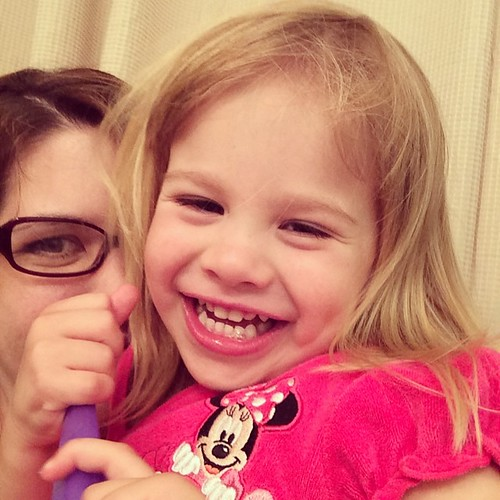 Happy Lucy face. (And a mommy photobomb.)
