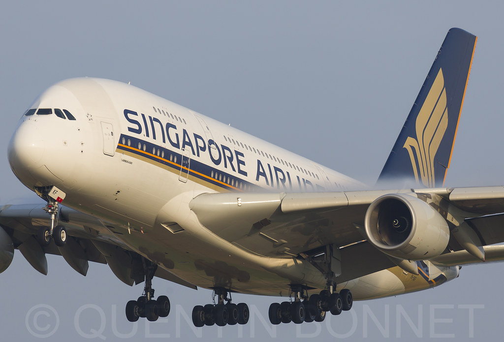 Singapore Airlines Airbus A380-841 9V-SKF