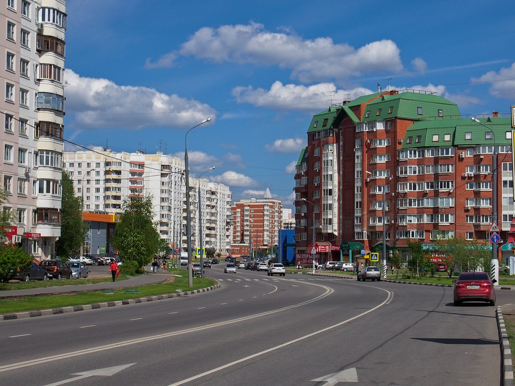 On foot, across Yuzhnoye Butovo