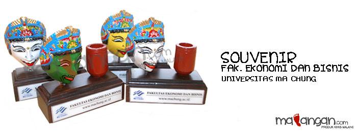 Souvenir: Fakultas Ekonomi dan Bisnis - Universitas Ma Chung, Malang