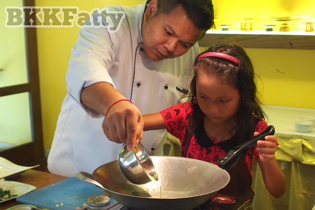 getting ready to cook pad thai at naj thai cooking school