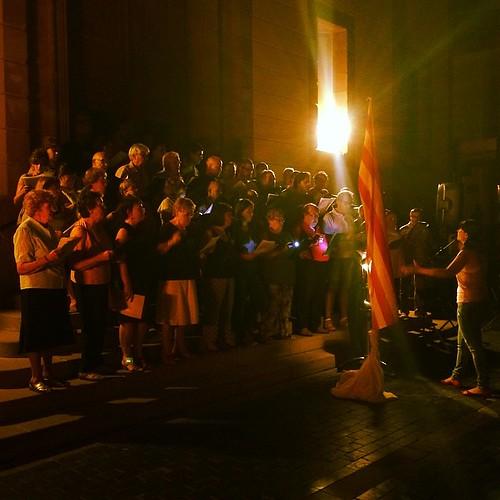 Poesies patriòtiques i actuació de les corals Intimitat i Vallbardina a la 3a Baixada de Torxes de #Gelida #Penedès #11s2014 #Catalunya