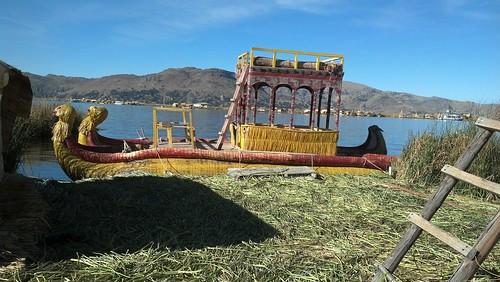 기원불명 정체불명, 우로스섬의 배