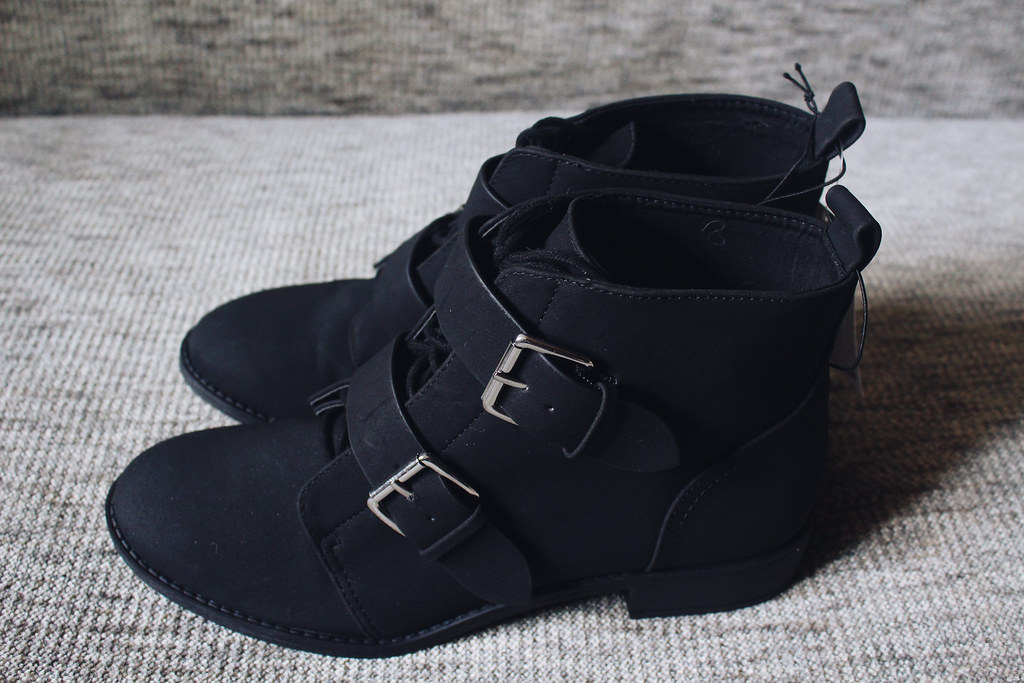 H&M-buckled-boots-shoes-with-laces