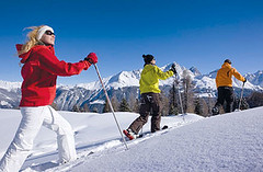 Zimní pěší turistika a sněžnice ve švýcarském Savogninu