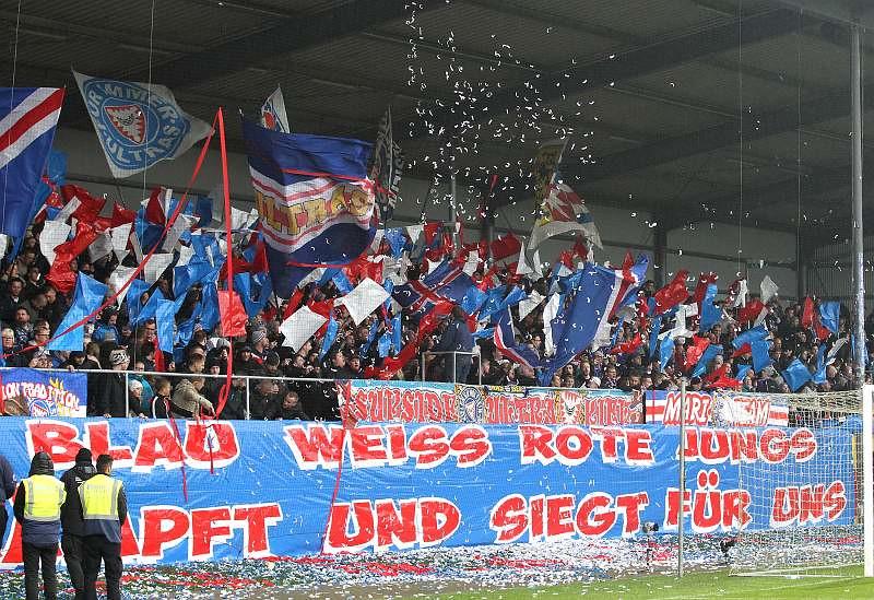 5.11.2016  KSV Holstein Kiel vs. FC Rot-Weiss Erfurt 0-0, Fotograf: Frank Steinhorst-Pressefoto