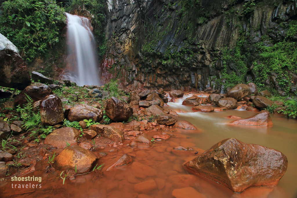 red rocks at Pulangbato Falls