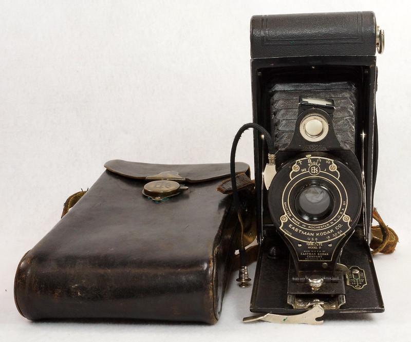 RD14615 Vintage Kodak Hawkeye No 2A Model B Folding Cartridge Camera with Leather Carry Case DSC06524