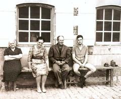 Mémère Barbara, Madeleine, Joseph, J-Luc et... Bozoum - Photo of Hans