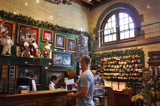 biltmore-house-christmas-store
