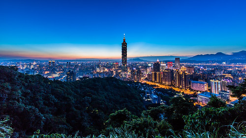 city longexposure sunset red building skyline night skyscraper canon landscape lights cityscape taiwan clear nightscene taipei101 台灣 夜景 夕日 風景 afterglow 夕焼け 象山 台北101 canoneos5dmarkiii