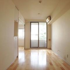 hall(0.0), living room(0.0), floor(1.0), daylighting(1.0), wood(1.0), room(1.0), property(1.0), laminate flooring(1.0), loft(1.0), house(1.0), ceiling(1.0), interior design(1.0), wood flooring(1.0), hardwood(1.0), home(1.0), flooring(1.0),