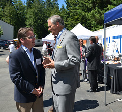Governor Inslee and smart grid grantee Puget Sound Energy (Andy Wappler)