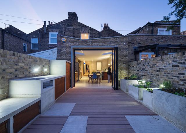 Concrete-House-by-Studio-Gil_dezeen_ss1