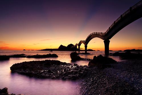 sunrise canon ray taiwan explore 台灣 hy bai 台東 taitung crepuscular 日出 耶穌光 佛光 三仙台 explored sansiantai 霞光 fave50 發掘 fave100 hybai