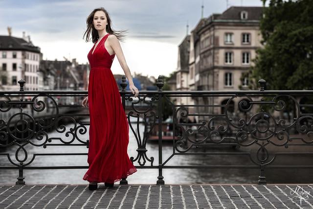 ZEISS Otus 1.4/85 Red dress