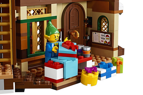 LEGO 10245 Santa's Workshop 12