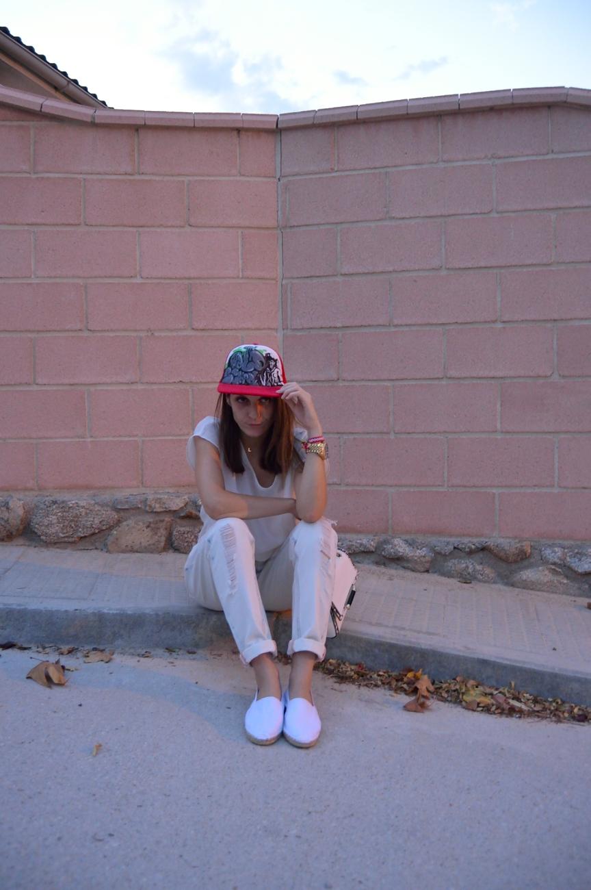 lara-vazquez-mad-lula-style-streetstyle-cap-white-out