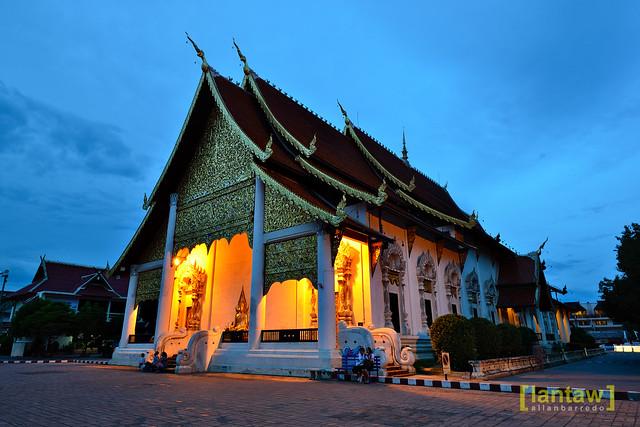 Wat Chedi Luang at dusk