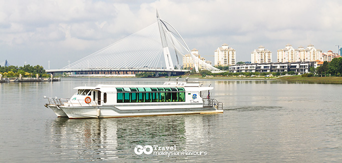 Putrajaya Tour With Boat Ride