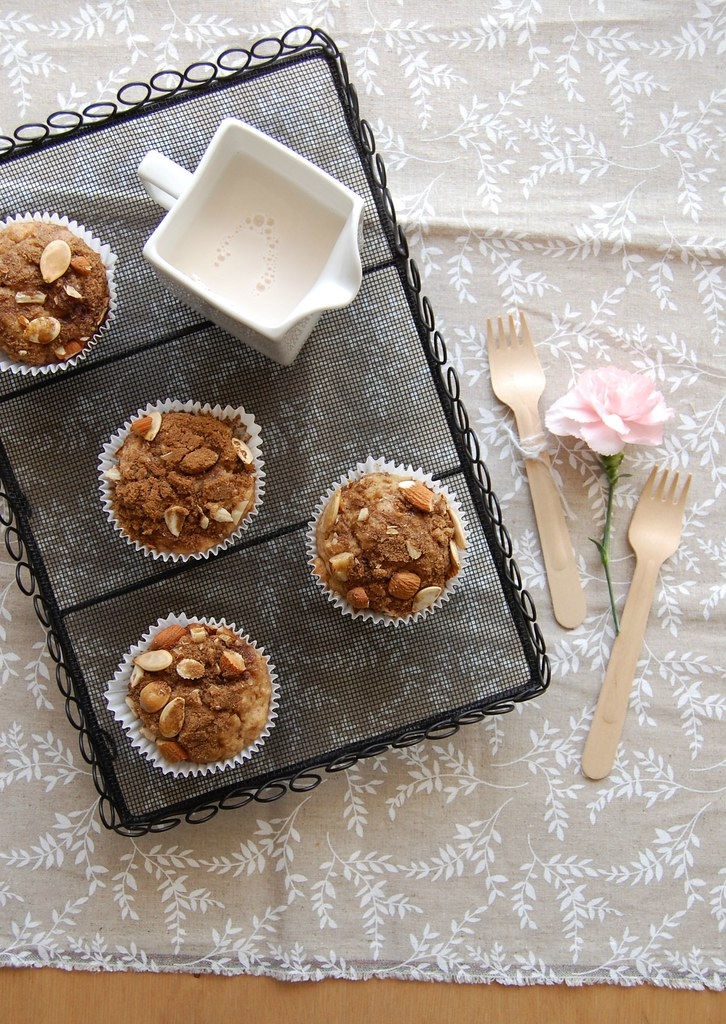 Apple, sour cream and cinnamon crunch muffins / Muffins de maçã, creme azedo e canela