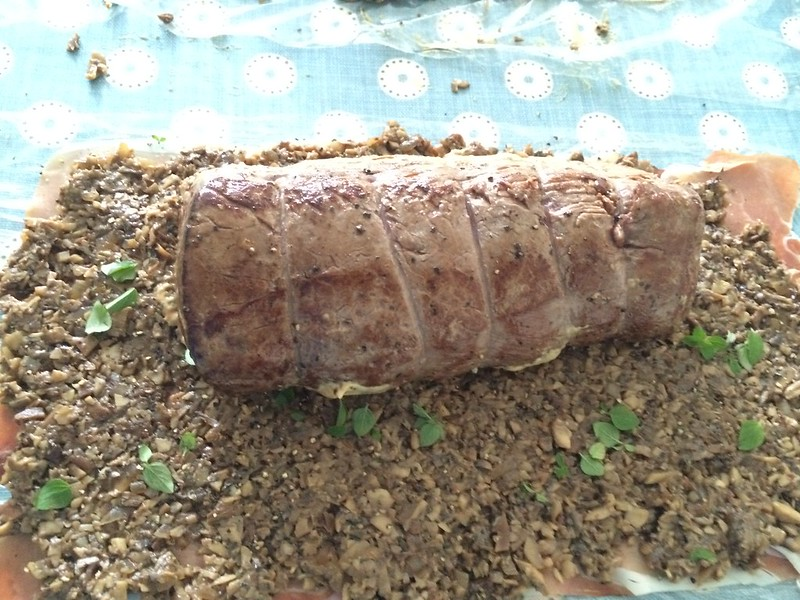 Beef Wellington : Place the Fillet on the Duxelle