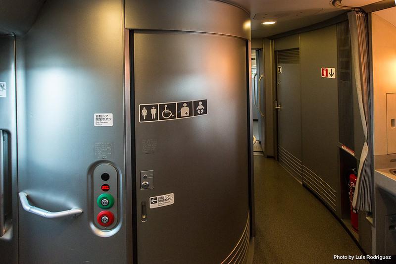 Baño en un shinkansen N700