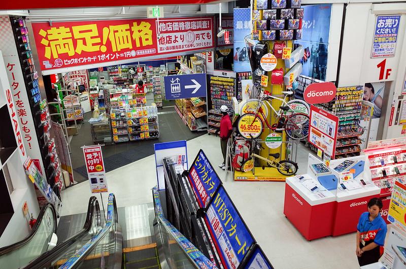 【京都 Bic Camera 一樓】真的是一個超大型的賣場,各式各樣的產品都有,只不過價格沒有想像中的那般實惠就是