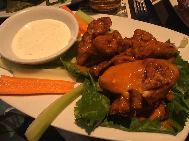 Buffalo chicken wings - Harvey's
