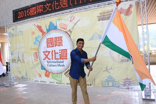 印度國際學生揮舞國旗, Canon EOS 100D, Canon EF-S 18-55mm f/3.5-5.6 IS STM