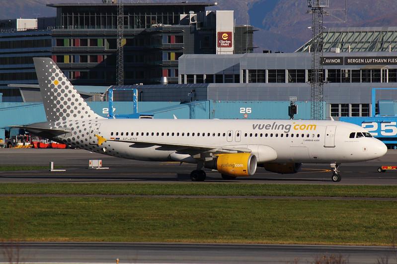 Vueling - A320 - EC-KDT (1)