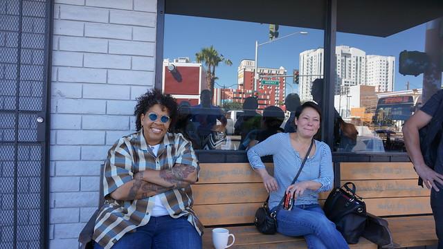 식당 eat의 주인 (왼쪽)은 이제 2호점을 준비하고 있다고 한다 (CC BY-SA / @Jennifer)