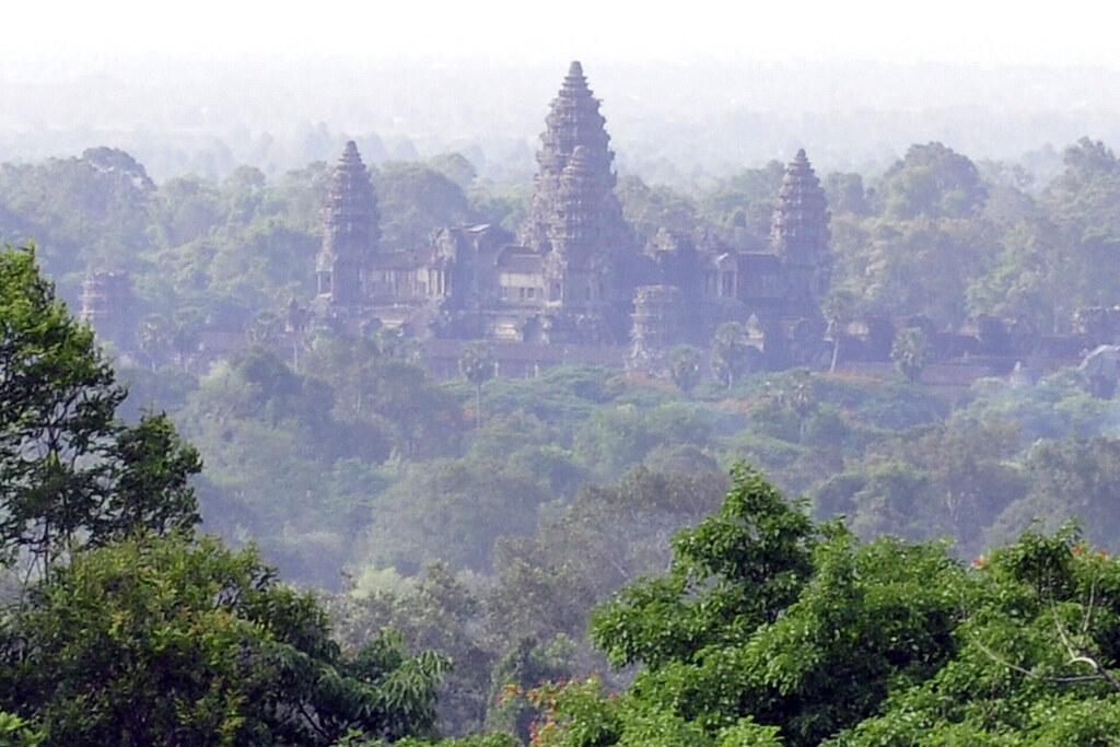 Templo de Phnom Bakheng (Camboya) visitar los templos de angkor en un día - 15262859147 6f779c1cb7 b - Visitar los templos de Angkor en un día