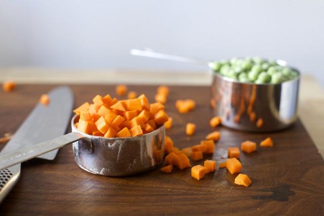 胡萝卜丁+冷冻豌豆