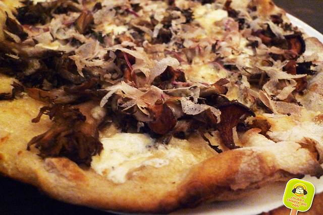 marta washington - funghi pizza - white truffle shaving