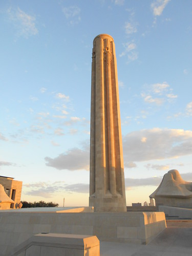 war memorial at dawn (2)