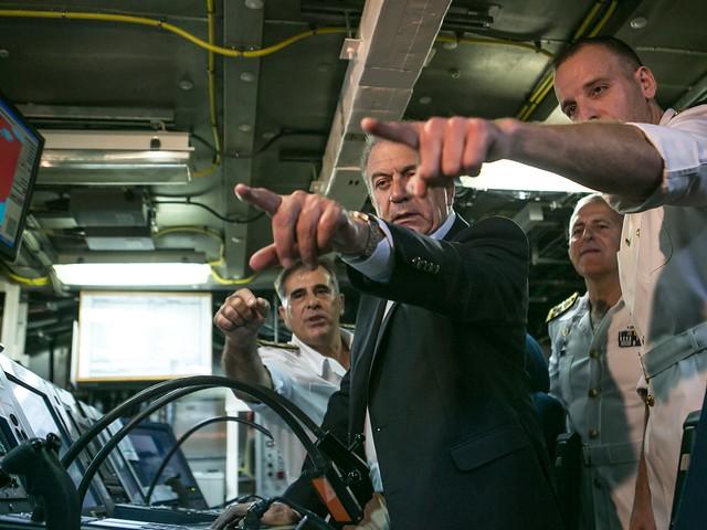 Επίσκεψη ΥΕΘΑ Δημήτρη Αβραμόπουλου στο Αρχηγείο Στόλου και σε Πολεμικά πλοία στο Ναύσταθμο Σαλαμίνος