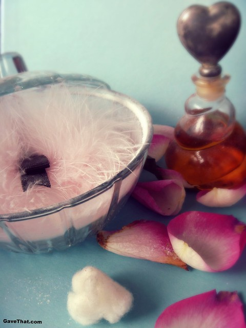 Making your own scented powders DIY