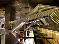 Metro Red Line Universal Station, Siegel Diamond Architecture 2000