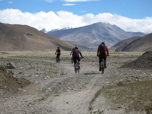 B road towards Everest (Bob, Ian, Eric)